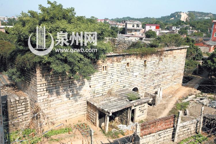 保护和开发土楼 福建土楼申遗成功后,漳州市南靖县,华安县先后成立了