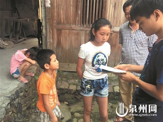 弟弟连遭家庭安溪13岁女孩带着变故女生撑起妹妹的说好吧图片