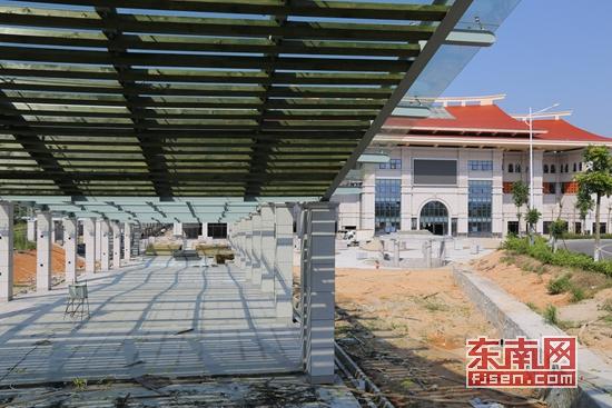 风雨连廊联通枢纽站与动车站-泉州北站综合交通枢纽站9月完工 2017