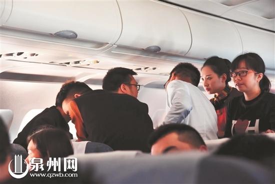 """送彩金98的娱乐平台:援藏途中_泉州8位""""天使""""航班上急救癫痫乘客"""
