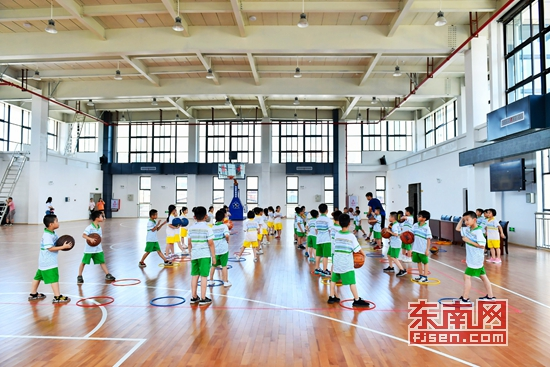 晋江市第五实验家务和表格劳动使用小学生木楼投入小学图片