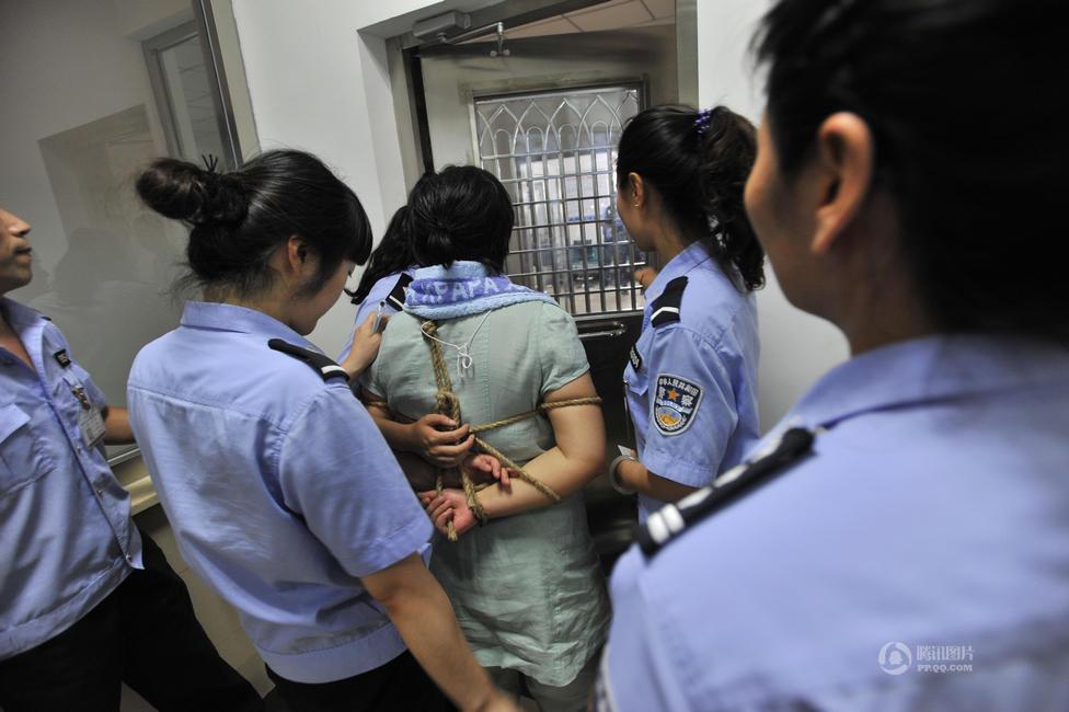图片故事:辽宁女囚临刑前的五小时 图片中心